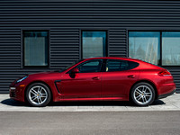 R000527 2016 Panamera Ruby Red