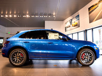RB94433 2016 Macan Turbo Saphire Blue